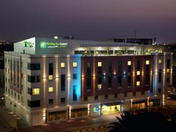 HOLIDAY INN EXPRESS SAFA PARK 2 *