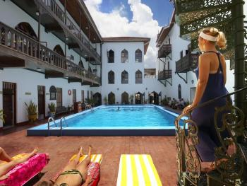 TEMBO HOUSE HOTEL & APARTMENTS 4*