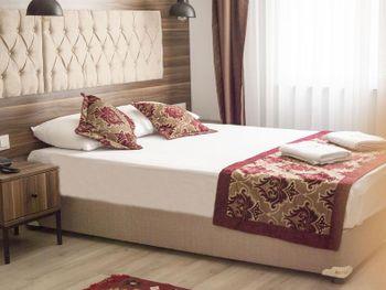REINA HOTEL 3*