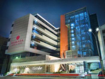 RAMADA HOTEL&SUITES BAKU 5*
